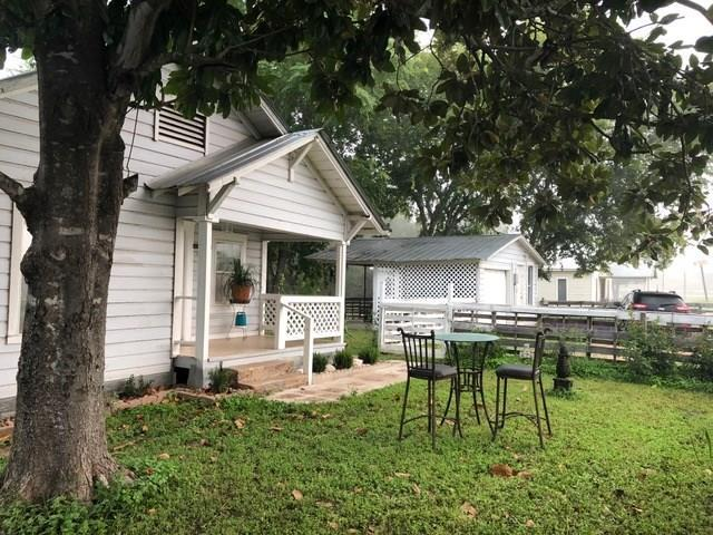 112 Gazley St, Smithville, TX 78957 (#5798583) :: Papasan Real Estate Team @ Keller Williams Realty