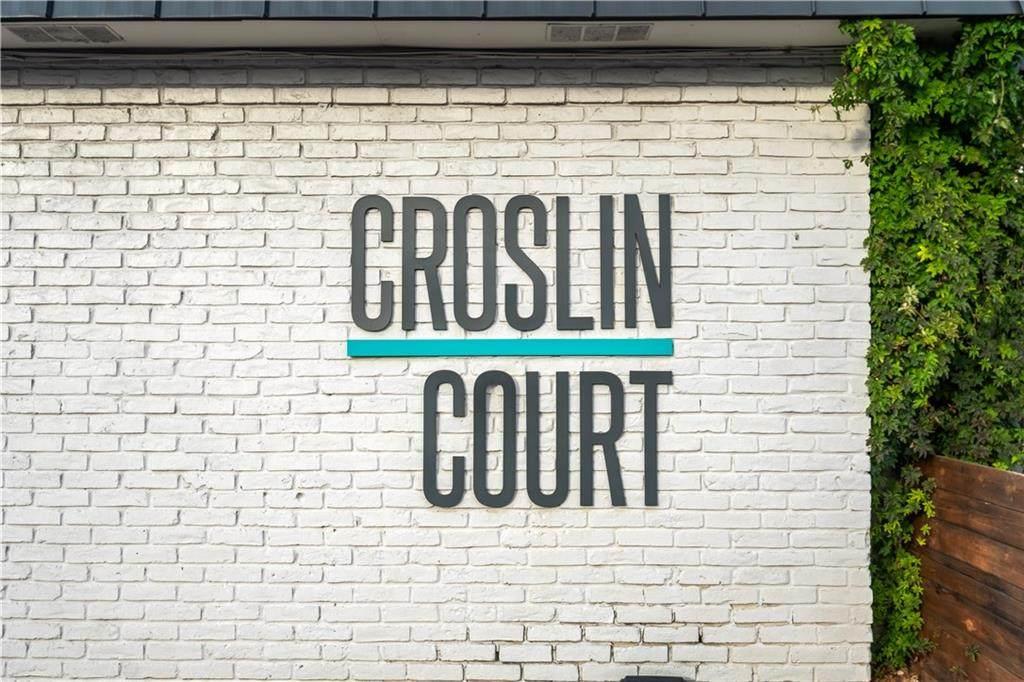300 Croslin St - Photo 1