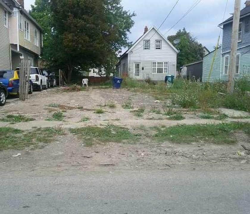 142 Delavan Ave - Photo 1