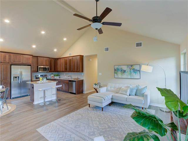 200 W Austin St, Kyle, TX 78640 (#3087844) :: The Perry Henderson Group at Berkshire Hathaway Texas Realty