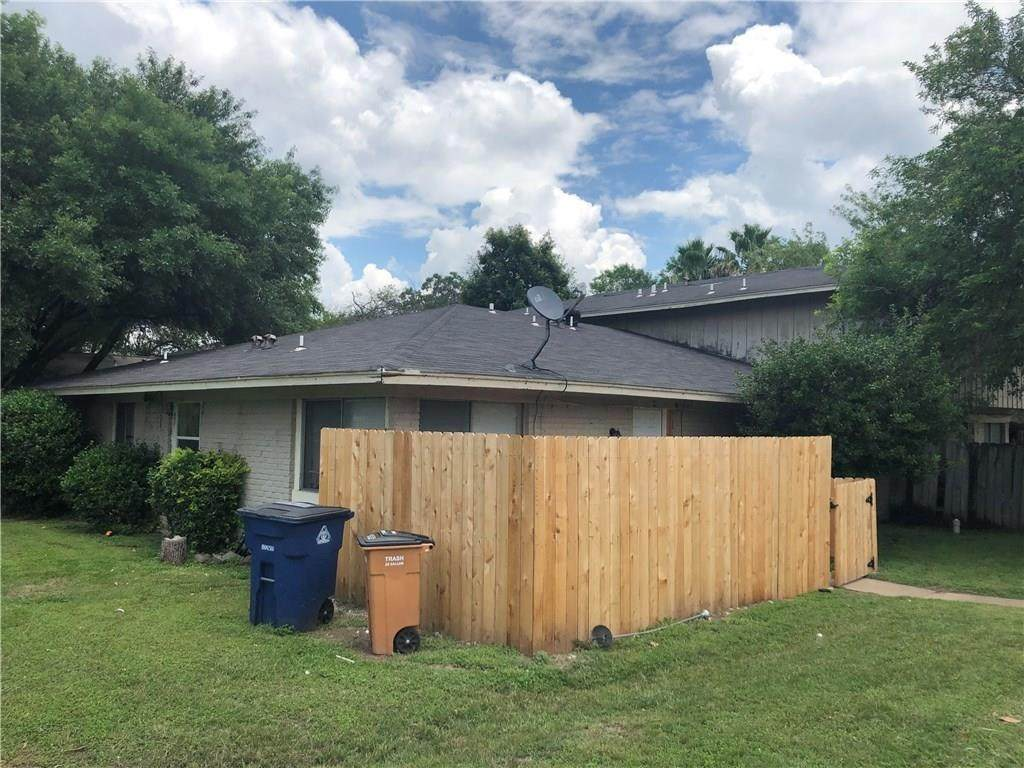 8901 Tronewood Dr - Photo 1