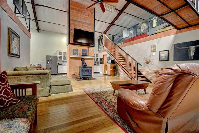 306 NW 5th St, Smithville, TX 78957 (#9714161) :: Lauren McCoy with David Brodsky Properties