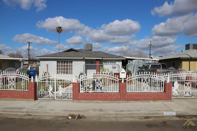 8412 Bernard Avenue, Lamont, CA 93241 (#202100967) :: HomeStead Real Estate