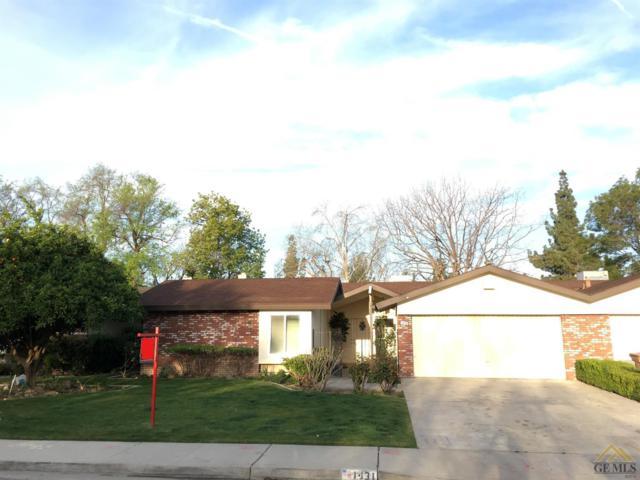 1431 Thunderbird Street, Bakersfield, CA 93309 (MLS #21707312) :: MM and Associates