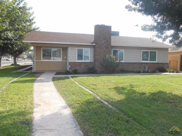 1301 Fairview Road, Bakersfield, CA 93307 (MLS #21712235) :: MM and Associates