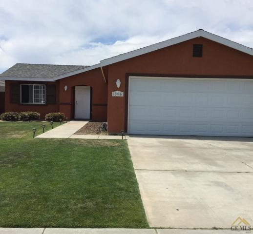 1306 Chattahoochee Lane, Bakersfield, CA 93307 (#21904634) :: Infinity Real Estate Services