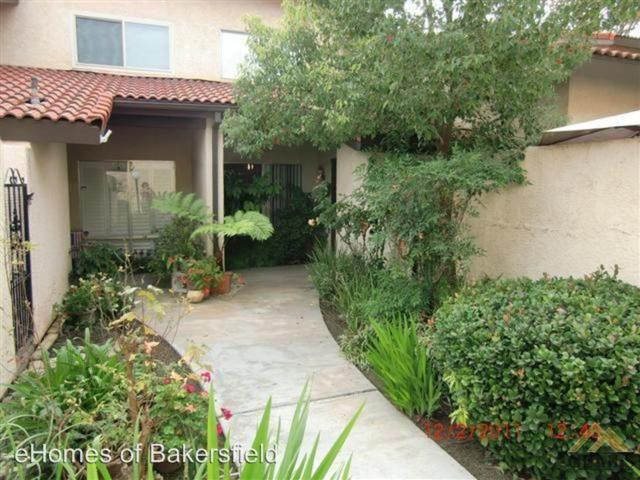 6700 Nottingham Lane #9, Bakersfield, CA 93309 (#21906904) :: Infinity Real Estate Services