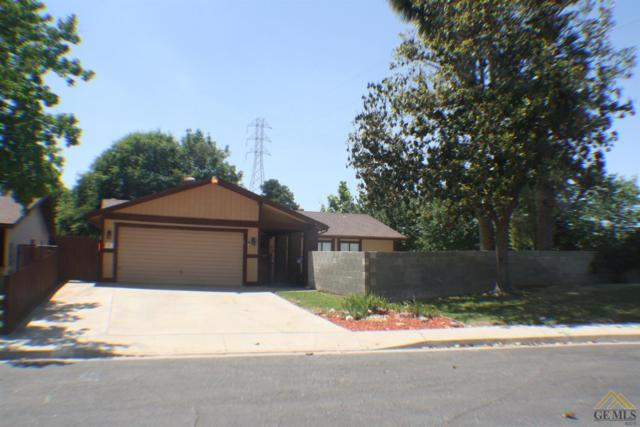 2712 Parkfield Court, Bakersfield, CA 93306 (#21907440) :: Infinity Real Estate Services