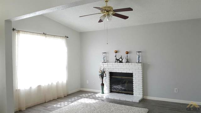 6804 Nellie Court, Bakersfield, CA 93307 (#21910902) :: Infinity Real Estate Services