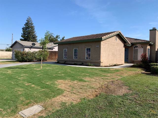 9705 Manhattan Drive, Bakersfield, CA 93312 (#21910940) :: Infinity Real Estate Services