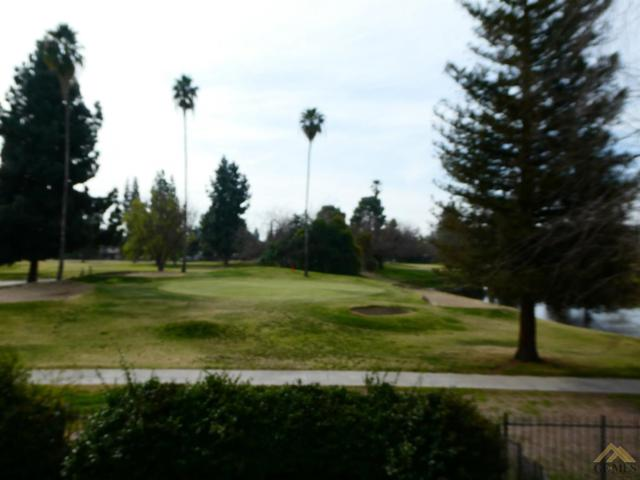1700 Club View Drive, Bakersfield, CA 93309 (MLS #21803004) :: MM and Associates