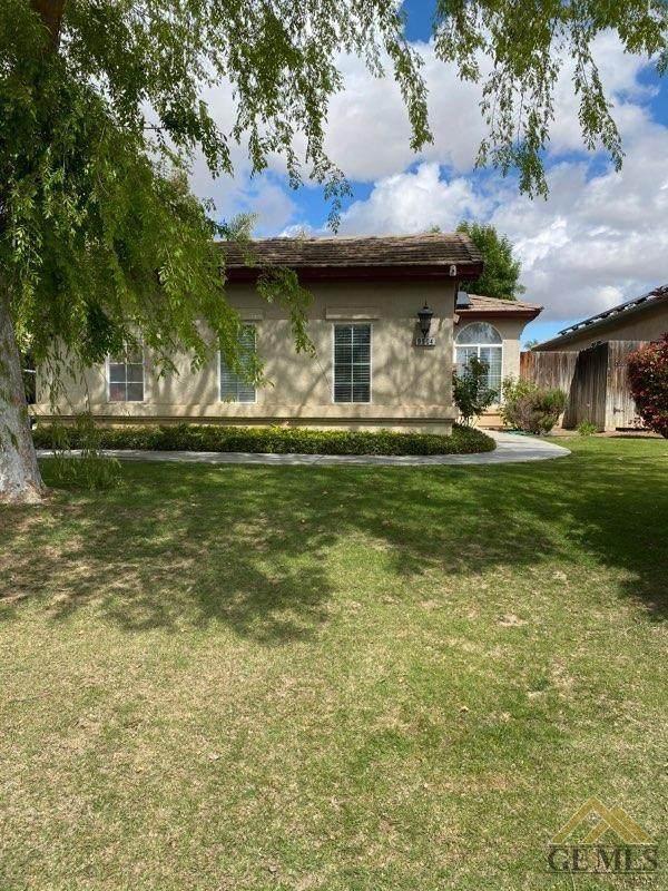9904 Commodore Drive, Bakersfield, CA 93312 (#202003249) :: HomeStead Real Estate
