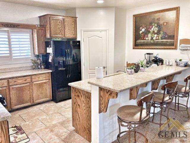 8114 Captain Drive, Bakersfield, CA 93313 (#202005184) :: HomeStead Real Estate
