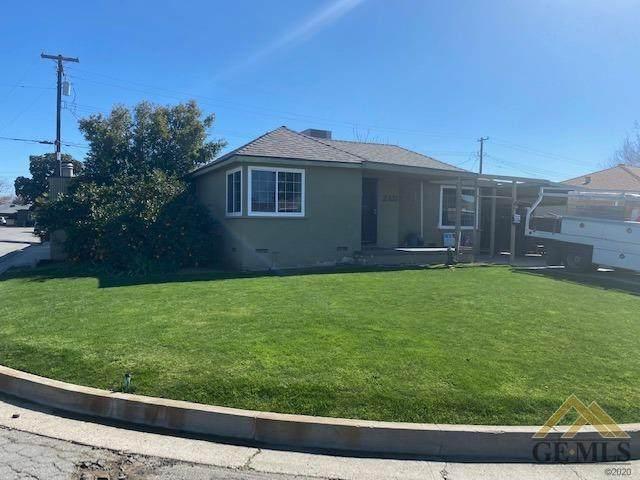 2137 Sacramento Street, Bakersfield, CA 93305 (#202101854) :: CENTURY 21 Jordan-Link & Co.