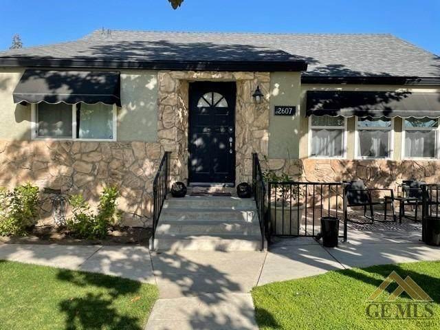 2607 Spruce Street, Bakersfield, CA 93301 (#202104128) :: HomeStead Real Estate