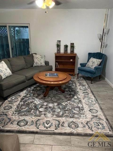 1114 Oleander Avenue, Bakersfield, CA 93304 (#202104689) :: HomeStead Real Estate