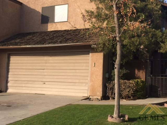 1824 Ocean View Drive, Bakersfield, CA 93307 (MLS #21714080) :: MM and Associates