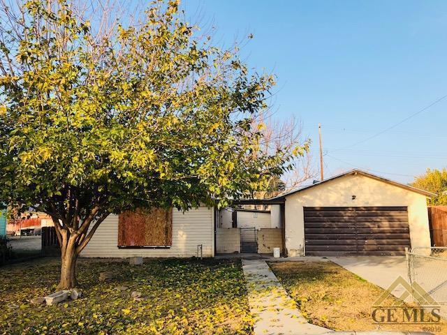 9815 Aim Avenue, Bakersfield, CA 93307 (MLS #21714098) :: MM and Associates
