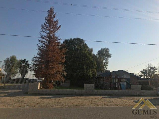 9201 Wilson Road, Bakersfield, CA 93307 (MLS #21802025) :: MM and Associates
