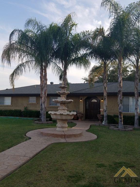 7501 Redbank Road, Bakersfield, CA 93307 (MLS #21802685) :: MM and Associates