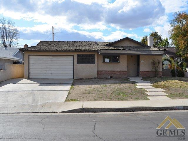 3012 Baylor Street, Bakersfield, CA 93305 (MLS #21802886) :: MM and Associates