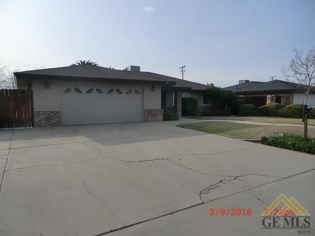6517 Crestmore Street, Bakersfield, CA 93308 (MLS #21802983) :: MM and Associates