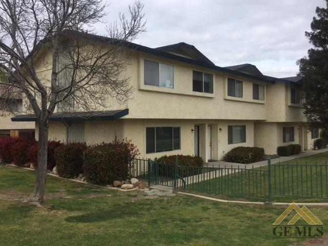 5705 Fairfax Road, Bakersfield, CA 93306 (MLS #21803252) :: MM and Associates