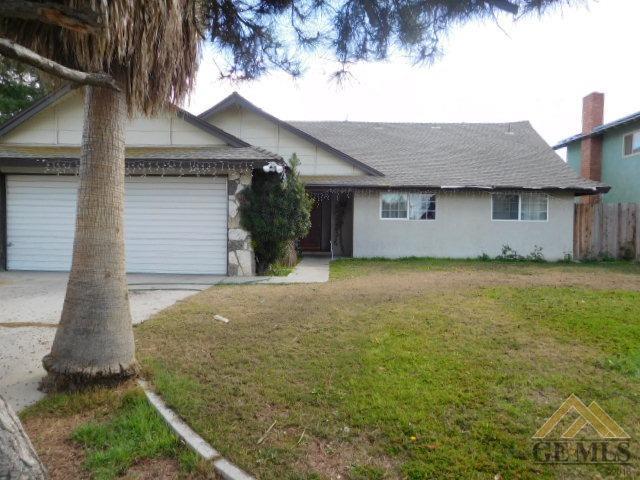 2409 9th Street, Wasco, CA 93280 (MLS #21803279) :: MM and Associates