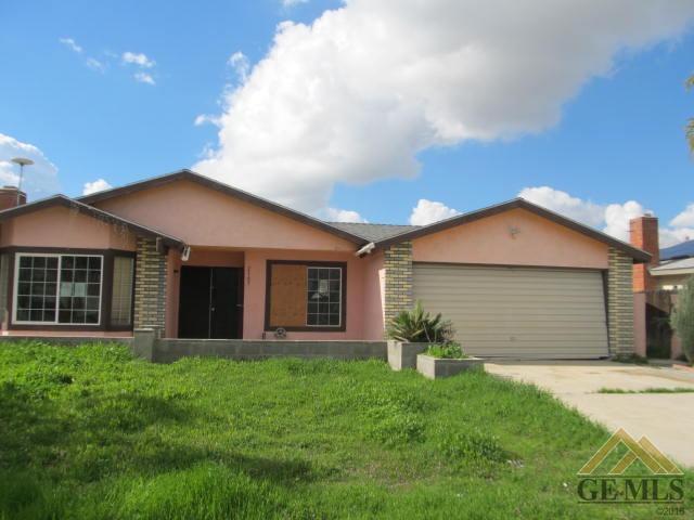 2165 Randolph Street, Delano, CA 93215 (#21901983) :: Infinity Real Estate Services