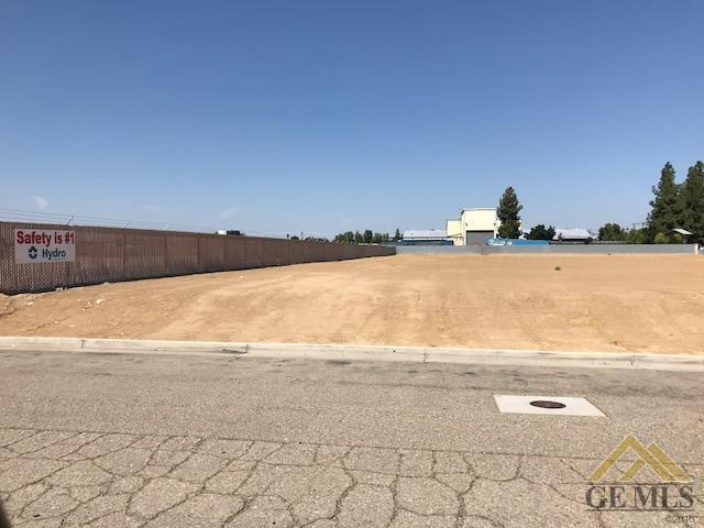 125 S Beech Avenue, Shafter, CA 93263 (#21903901) :: Infinity Real Estate Services