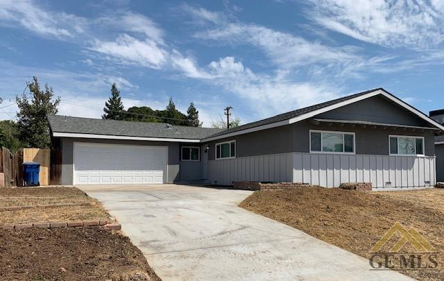 418 Mckelvey Avenue, Bakersfield, CA 93308 (#21904176) :: Infinity Real Estate Services
