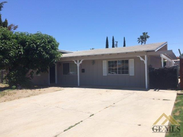321 W Ash Avenue, Shafter, CA 93263 (#21907190) :: Infinity Real Estate Services