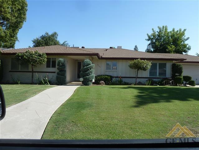 6107 Pembroke Ave Avenue, Bakersfield, CA 93308 (#21909506) :: Infinity Real Estate Services