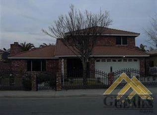 2035 5th Place, Delano, CA 93215 (#21911932) :: HomeStead Real Estate