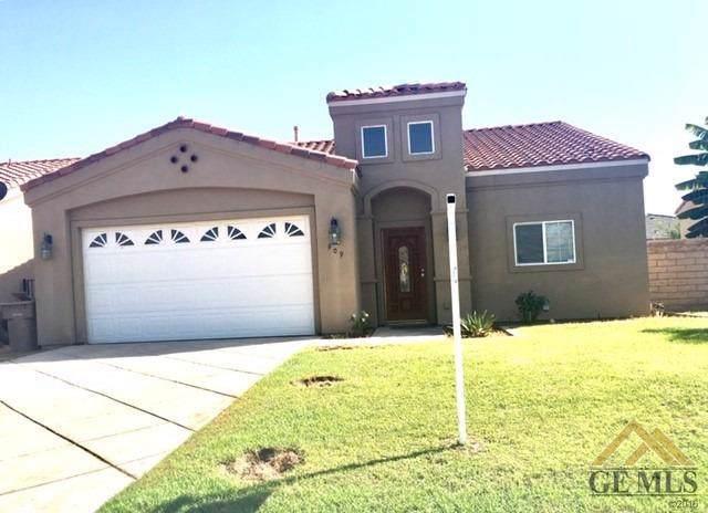 909 Marmara Avenue, Bakersfield, CA 93307 (#21910936) :: Infinity Real Estate Services
