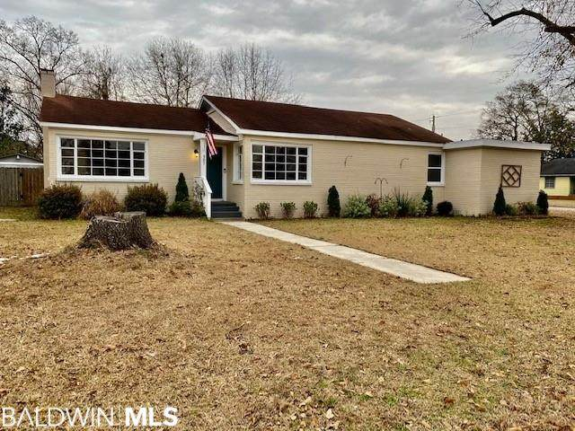 507 1st Avenue, Atmore, AL 36502 (MLS #308045) :: Ashurst & Niemeyer Real Estate