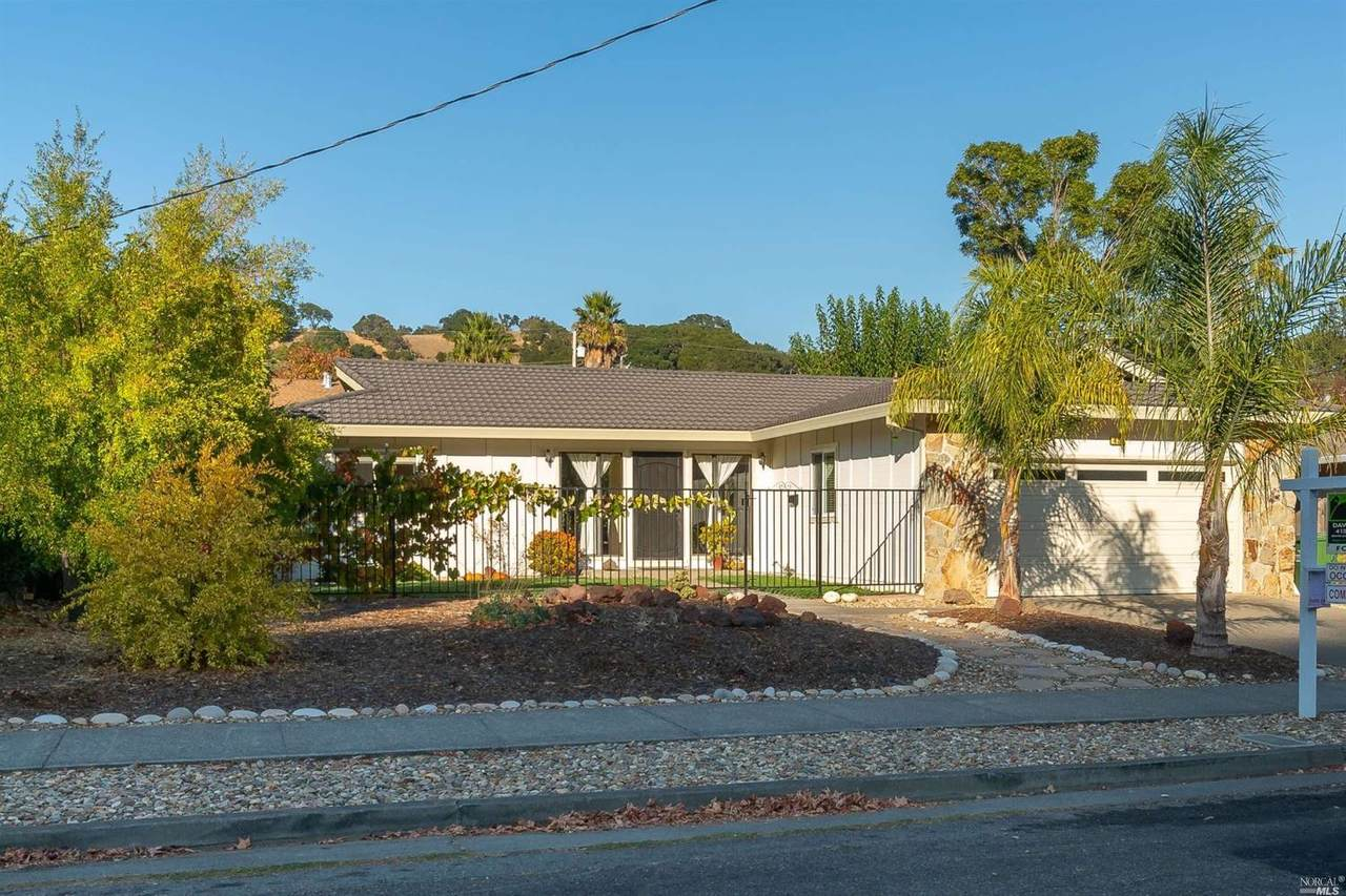 428 Blackstone Drive - Photo 1
