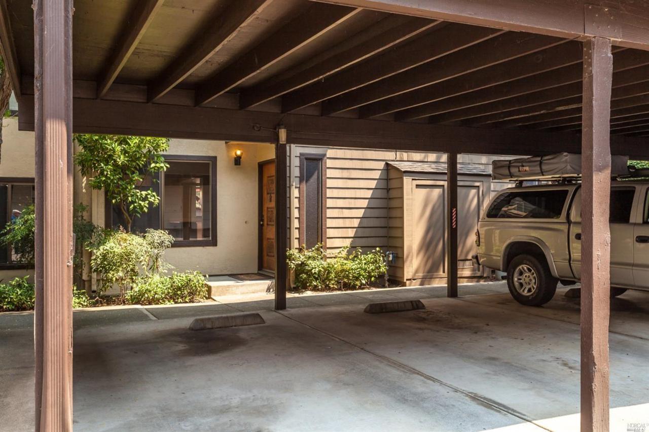 882 Redwood Court - Photo 1