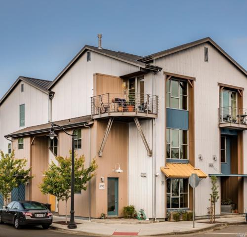 490 1st Street, Petaluma, CA 94952 (#21814289) :: Rapisarda Real Estate