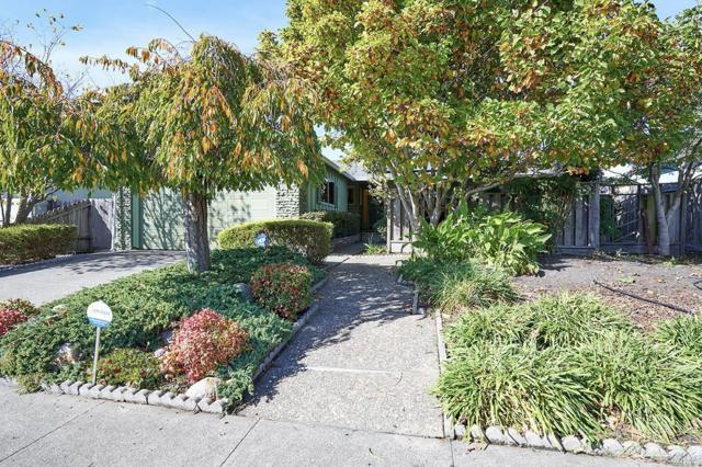 1735 Kearny Street, Petaluma, CA 94954 (#21828611) :: Rapisarda Real Estate
