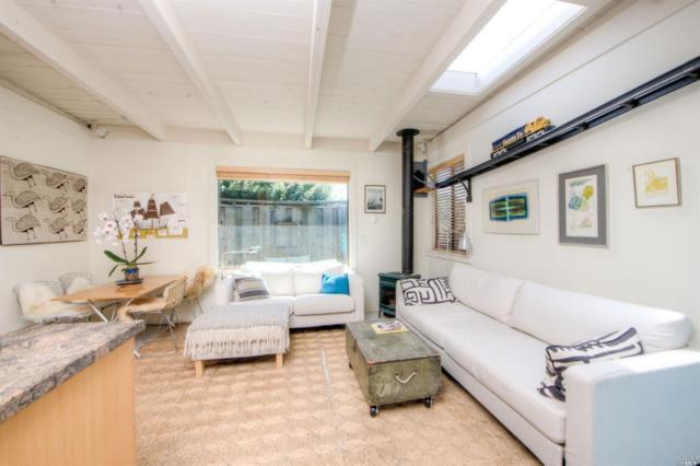 21 Calle Del Pinos, Stinson Beach, CA 94970 (#21908811) :: Rapisarda Real Estate