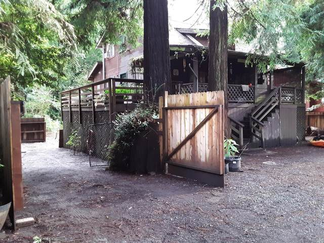 16735 Center Way, Guerneville, CA 95446 (#22030983) :: Rapisarda Real Estate
