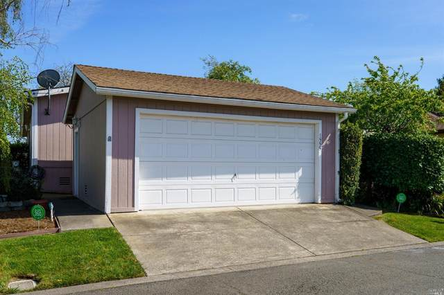 1555 Crown Road, Petaluma, CA 94954 (#321024560) :: Golden Gate Sotheby's International Realty