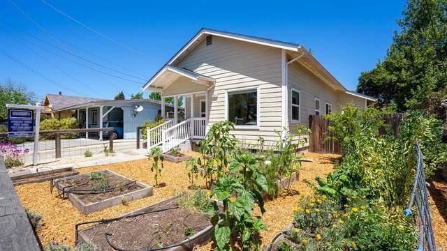 235 Vallejo Street, Petaluma, CA 94952 (#321033232) :: The Abramowicz Group