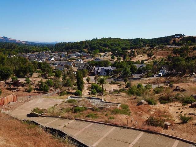 3640 NE Crown Hill Drive, Santa Rosa, CA 95404 (#321050277) :: Golden Gate Sotheby's International Realty