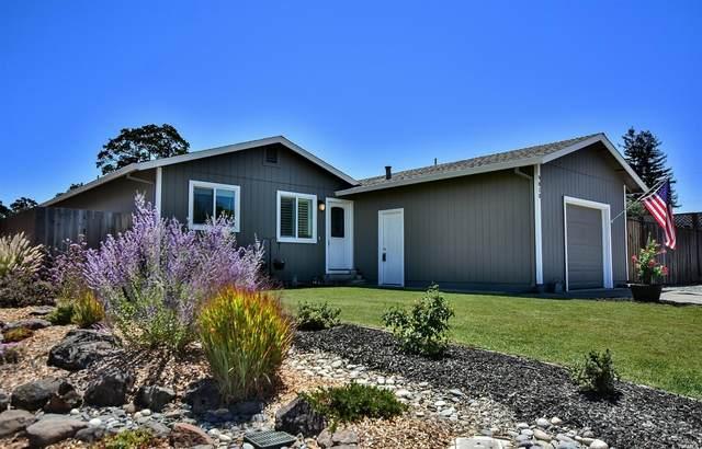 9810 Berry Lane, Windsor, CA 95492 (#321068192) :: Golden Gate Sotheby's International Realty