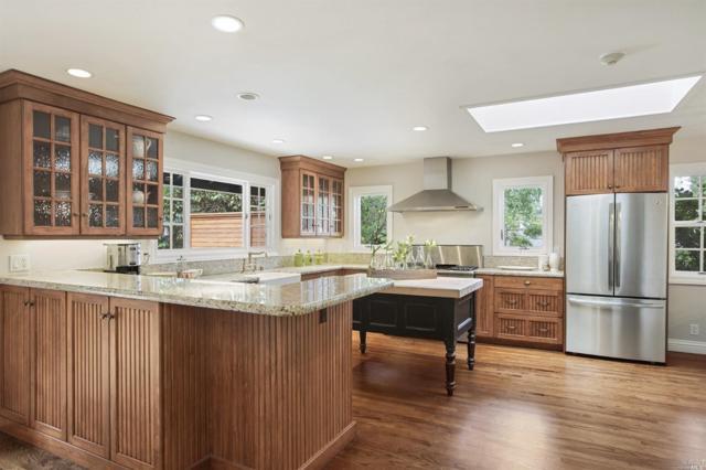 393 Los Cerros Drive, Greenbrae, CA 94904 (#21812535) :: Rapisarda Real Estate