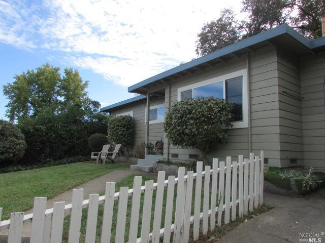 106 Canyon Drive, Ukiah, CA 95482 (#21827721) :: Perisson Real Estate, Inc.