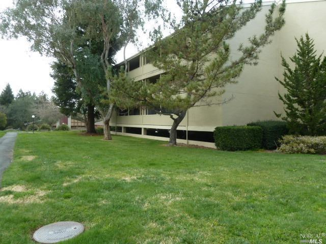 1370 Townview Avenue #305, Santa Rosa, CA 95405 (#21903855) :: Rapisarda Real Estate