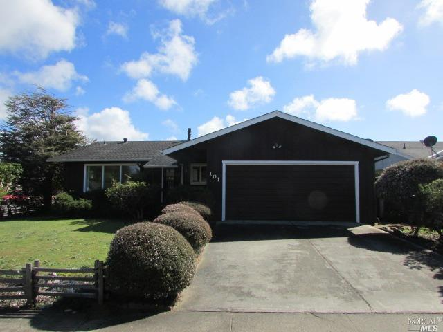 101 Oak Terrace Court, Fort Bragg, CA 95437 (#21907926) :: Lisa Imhoff | Coldwell Banker Kappel Gateway Realty